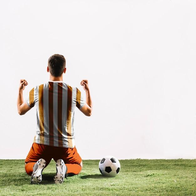 Joueur de football célébrant Psd gratuit