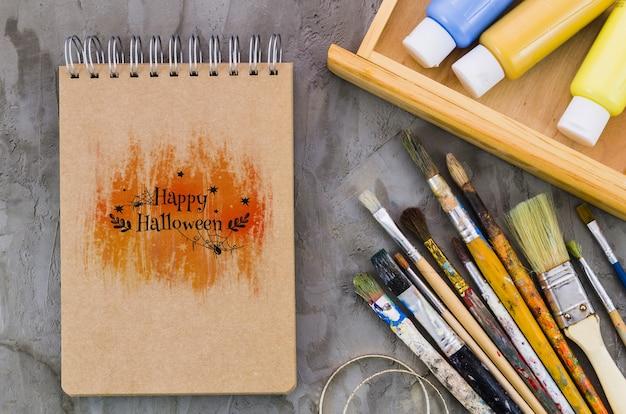 Joyeux Message D'halloween Sur L'ordinateur Portable Psd gratuit