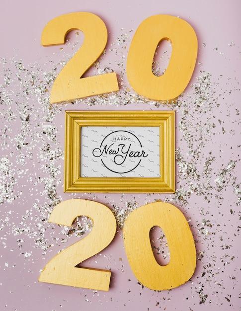 Lettrage de nouvel an 2020 sur cadre doré Psd gratuit