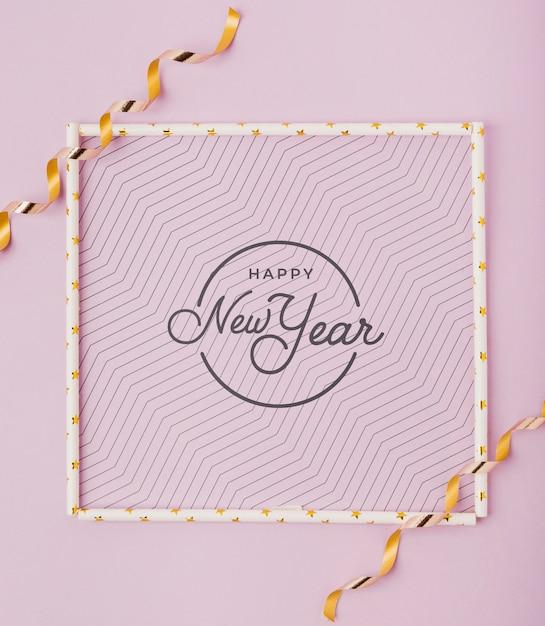 Lettrage plat du nouvel an avec cadre simple Psd gratuit
