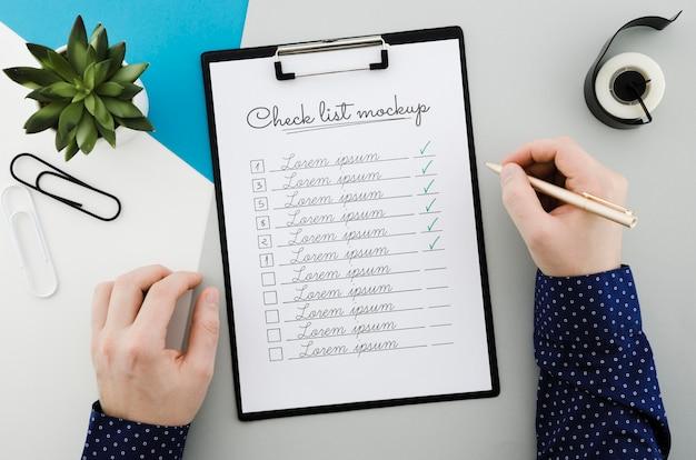 Liste De Contrôle Vue De Dessus Avec Concept De Maquette Psd gratuit