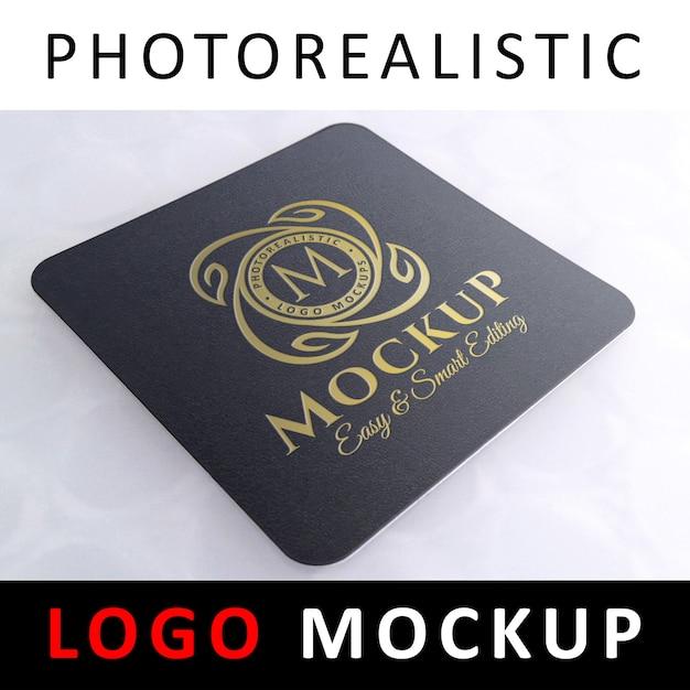 Logo maquette - logo doré sur dessous de verre carré noir PSD Premium