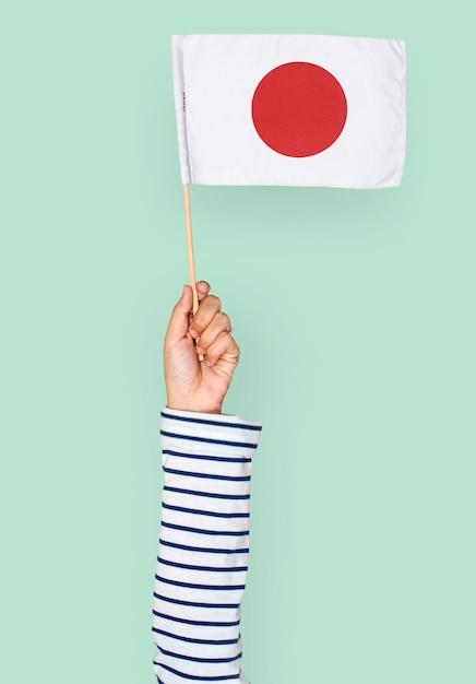 Main tenant un drapeau japonais Psd gratuit