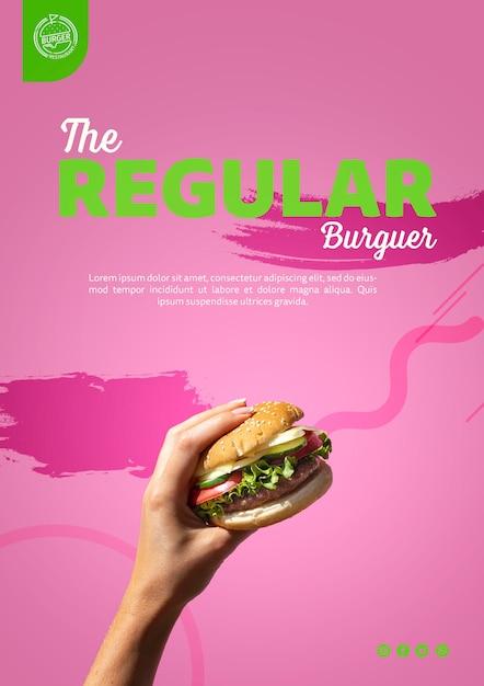 Main tenant le modèle de burger Psd gratuit