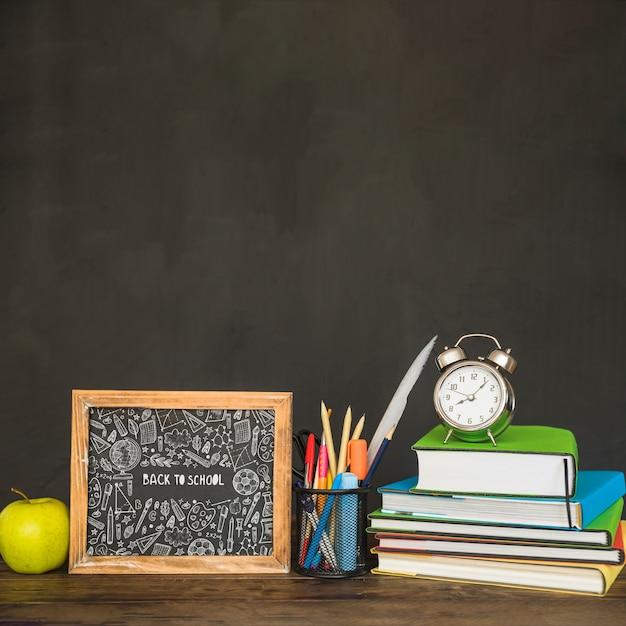 Maquette d'ardoise avec le concept de retour à l'école Psd gratuit