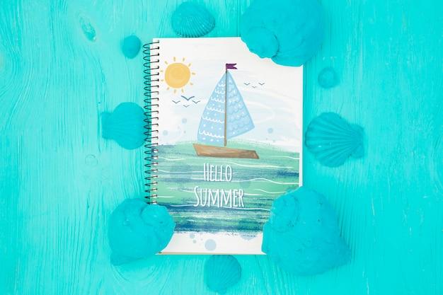 Maquette bloc-notes plat avec éléments d'été Psd gratuit