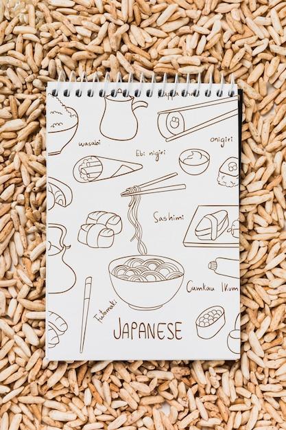 Maquette bloc-notes en spirale avec maquette de nourriture japonaise Psd gratuit