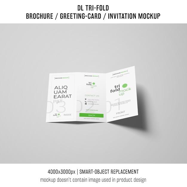 Maquette de brochure ou invitation à trois volets moderne sur fond gris Psd gratuit