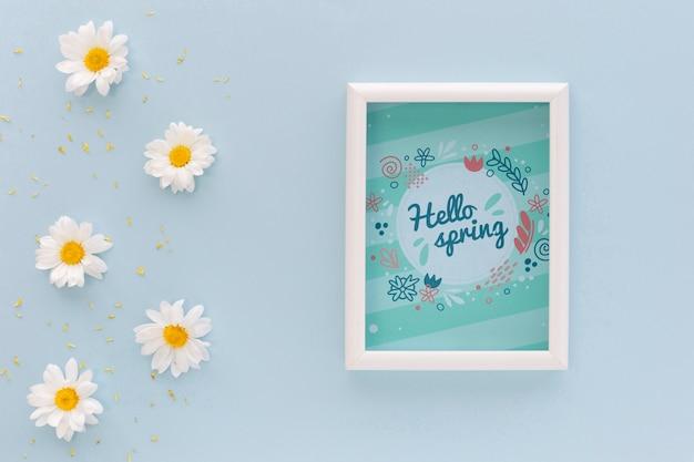 Maquette De Cadre Plat Poser Avec Des Fleurs De Printemps Psd gratuit
