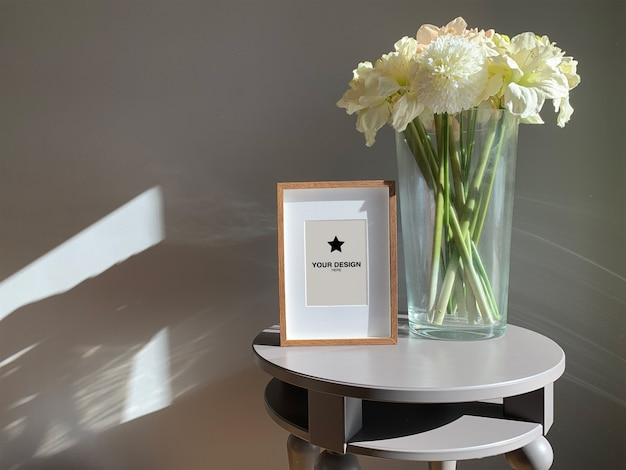 Maquette De Cadre Avec Vase à Fleurs PSD Premium