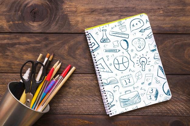 Maquette de cahier avec le concept de retour à l'école Psd gratuit