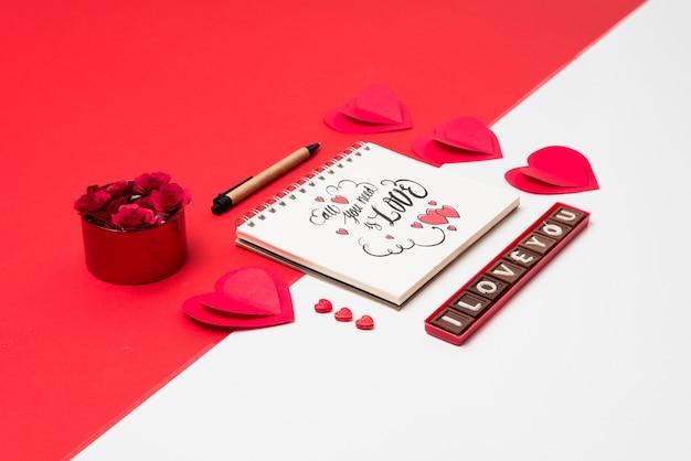Maquette cahier à spirale avec concept de la saint-valentin Psd gratuit