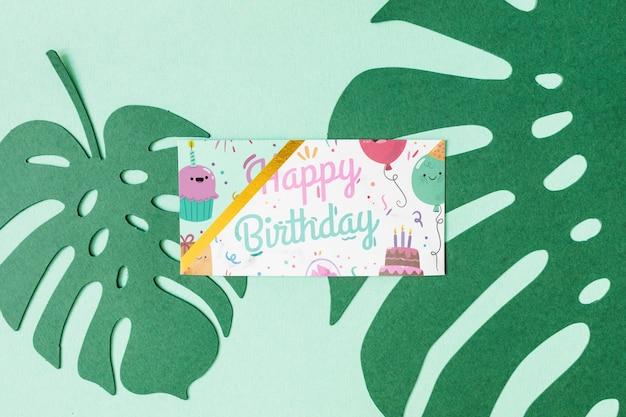 Maquette de carte d'anniversaire vue de dessus Psd gratuit