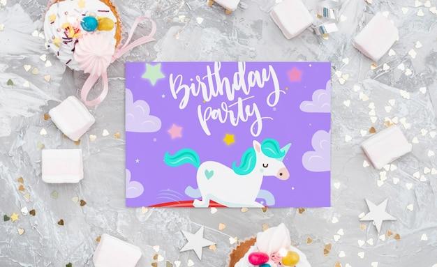Maquette de carte d'anniversaire Psd gratuit