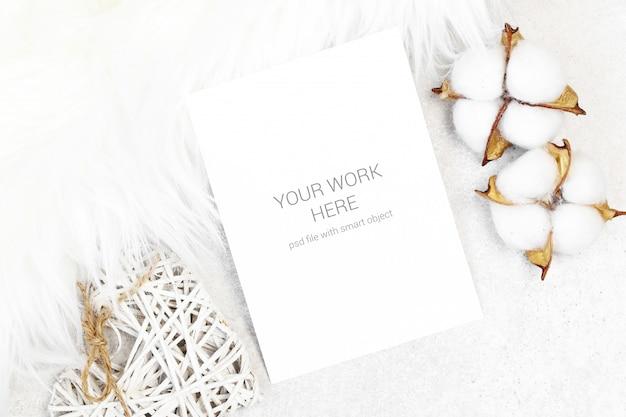 Maquette carte postale en coton et fourrure blanche PSD Premium