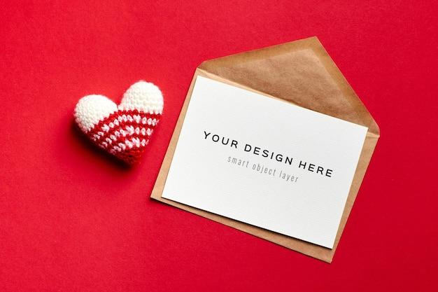 Maquette De Carte Saint Valentin Avec Enveloppe Et Coeur Tricoté PSD Premium