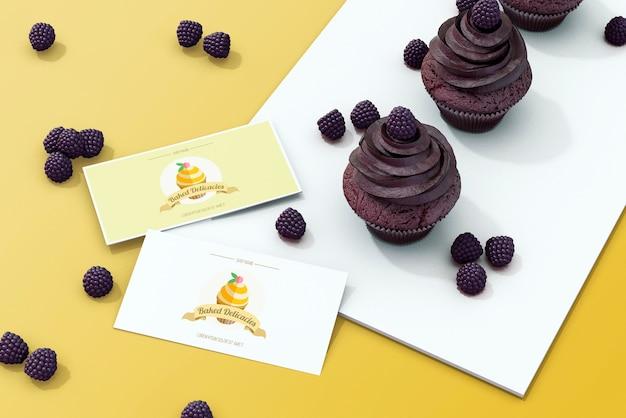 Maquette de cartes avec concept de gâteau Psd gratuit