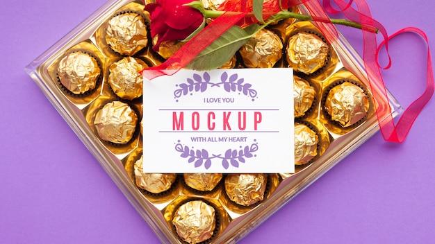 Maquette De Chocolat Et Rose Vue De Dessus Psd gratuit