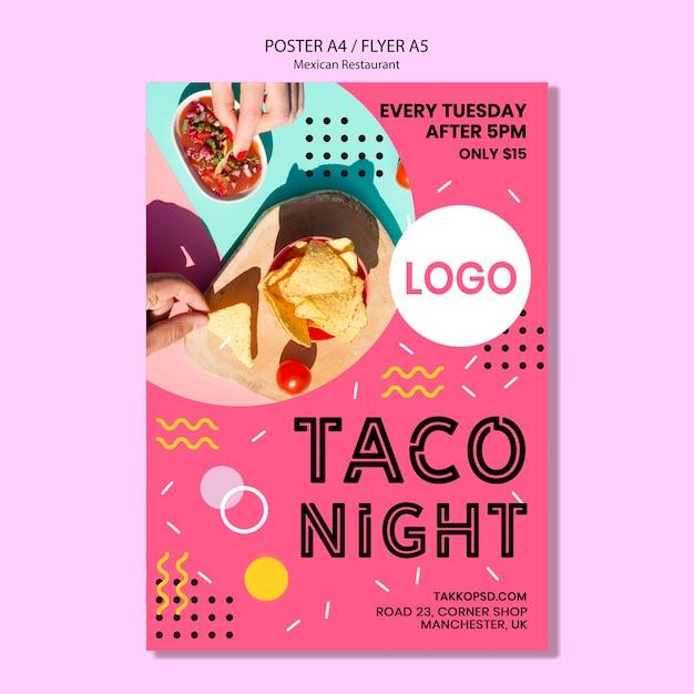 Maquette colorée d'affiche de nuit de taco mexicain Psd gratuit