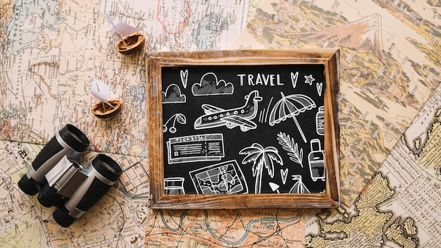 Maquette de concept de voyage rétro avec ardoise Psd gratuit