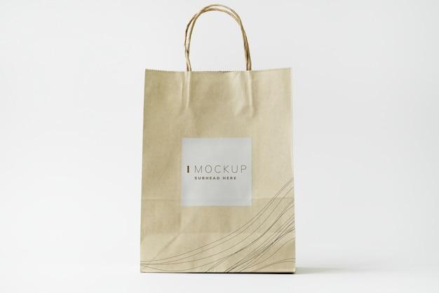 Maquette de conception de sac en papier brun PSD Premium