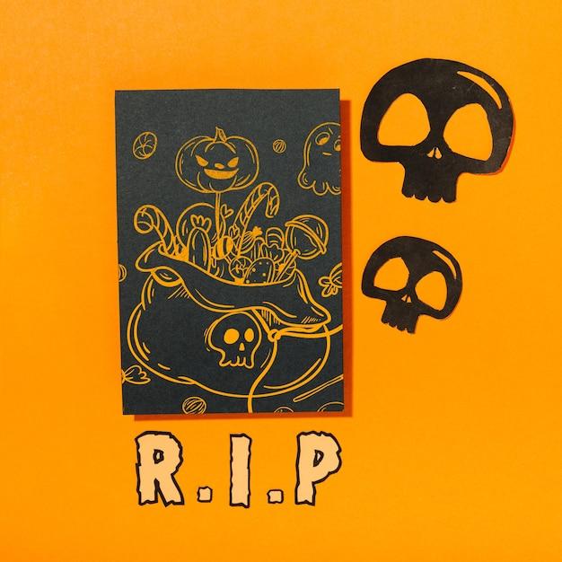 Maquette de couverture d'halloween noire avec des crânes Psd gratuit