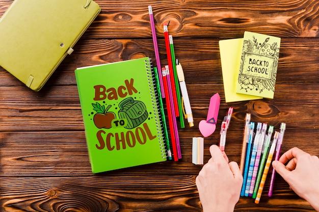 Maquette de couverture de livre avec retour au concept de l'école Psd gratuit