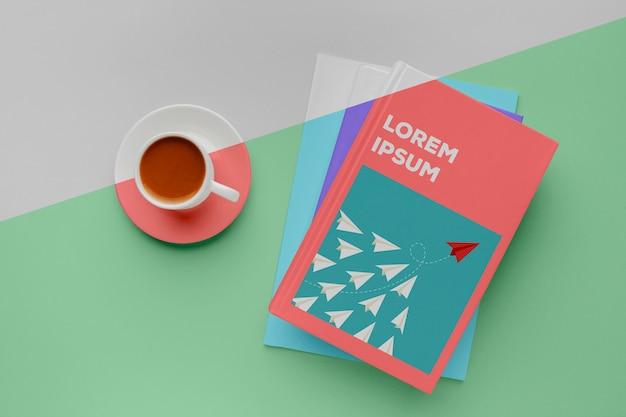 Maquette De Couverture De Livre Avec Tasse De Café Psd gratuit