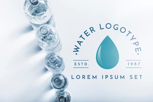 Maquette du logo de l'eau sur la surface Psd gratuit