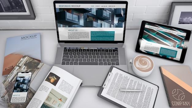 Maquette d'espace de travail avec ordinateur Psd gratuit