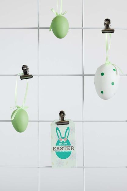 Maquette D'étiquette De Pâques Avec Des Oeufs Psd gratuit
