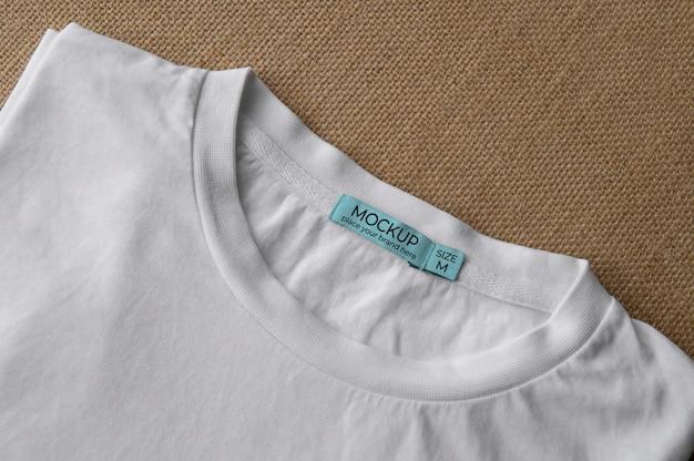 Maquette D'étiquette De T-shirt Psd gratuit