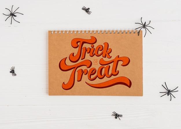 Maquette d'halloween avec couverture de calendrier Psd gratuit