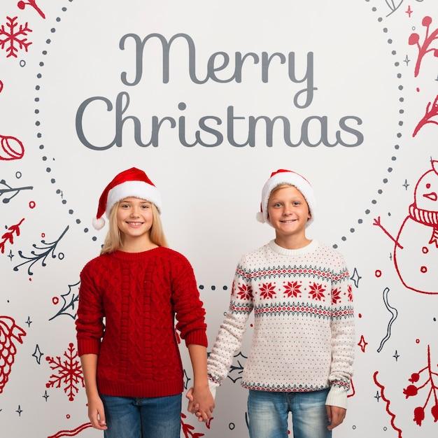 Maquette De Jeunes Frères Et Sœurs Avec Des Chandails De Noël PSD Premium
