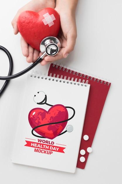 Maquette De La Journée De La Santé Vue De Dessus Coeur Patché Psd gratuit