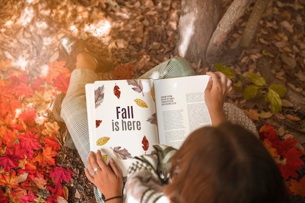 Maquette de livre ouvert avec le concept d'halloween Psd gratuit