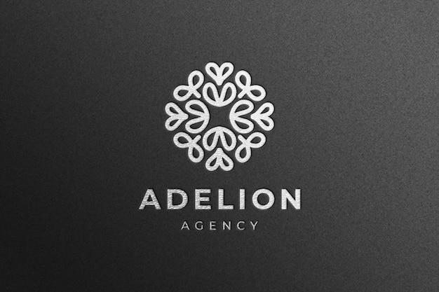Maquette De Logo De Luxe En Argent Sur Papier Artisanal Noir PSD Premium