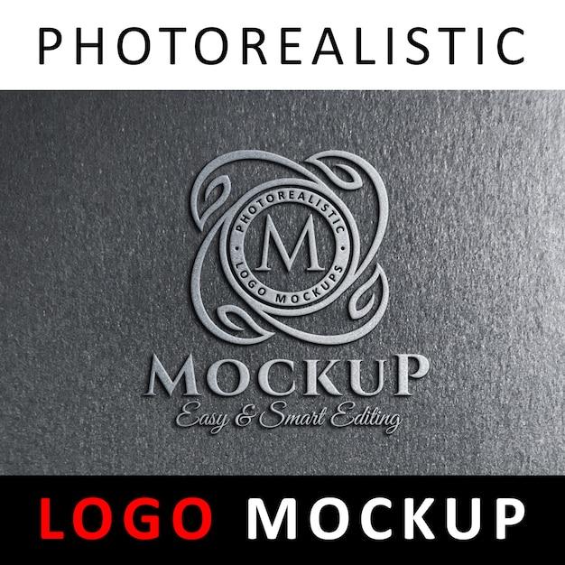 Maquette de logo - signalisation logo métallique 3d sur un mur gris PSD Premium