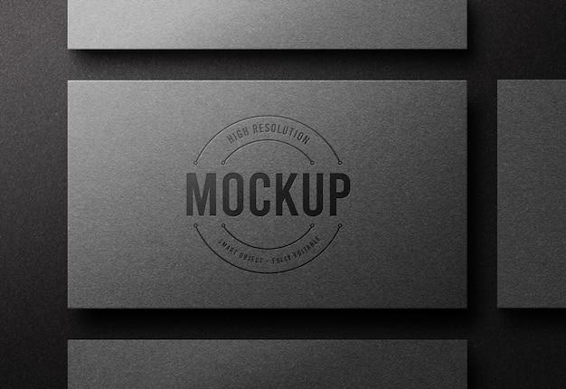 Maquette De Logo Vue De Dessus Sur Carte De Visite Argentée Avec Effet Typographique PSD Premium