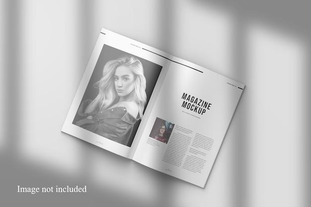 Maquette De Magazine Ouverte Avec Superposition D'ombres PSD Premium