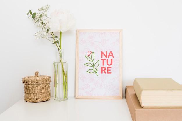 Maquette Nature Et Roses Blanches Psd gratuit