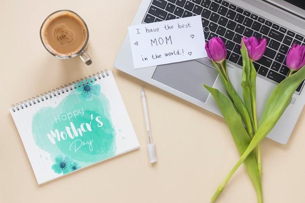 Maquette notepad avec le concept de la fête des mères Psd gratuit