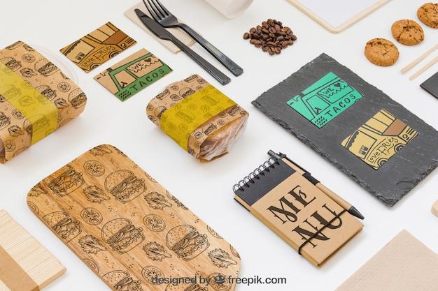 Maquette de nourriture à emporter avec divers objets Psd gratuit
