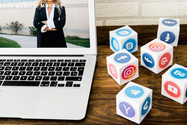 Maquette D'ordinateur Portable Avec Le Concept De Réseau Social Psd gratuit