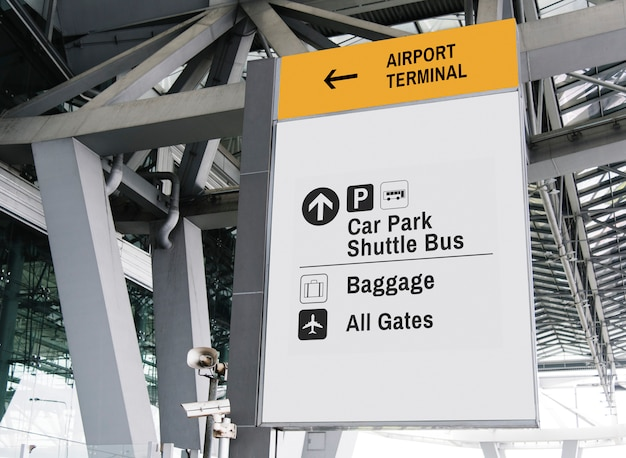Maquette de panneau blanc suspendu à l'aéroport Psd gratuit