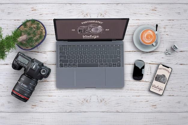 Maquette de papeterie avec concept photo et ordinateur Psd gratuit