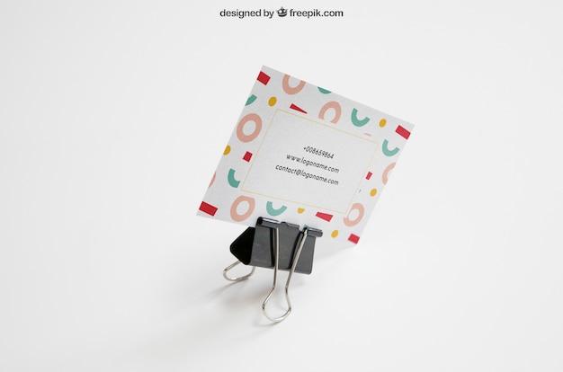 Maquette de papeterie avec support tenant la carte de visite Psd gratuit