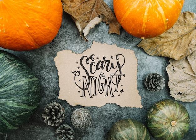 Maquette en papier déchiré avec le concept d'halloween et divers citrouilles Psd gratuit