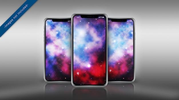 Maquette pixel perfect de trois iphone x sur une surface réfléchissante PSD Premium