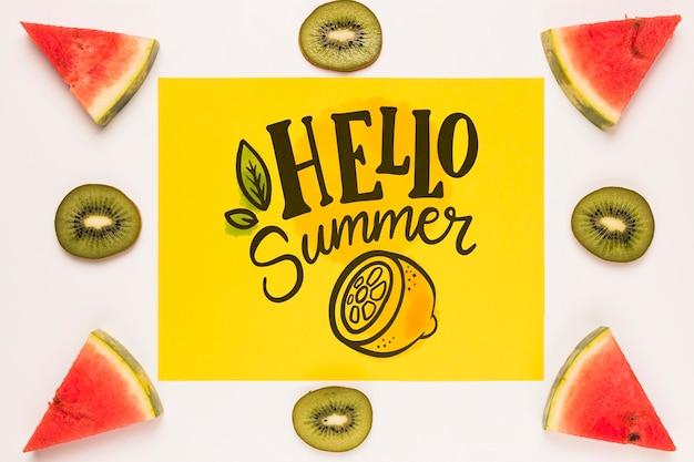 Maquette plate en papier avec fruits d'été Psd gratuit